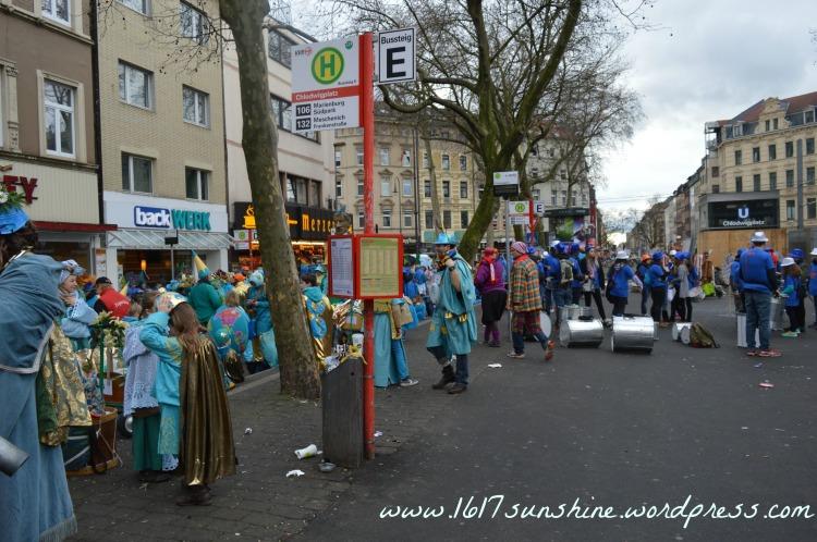 cologne carnival parade 2016 prepare