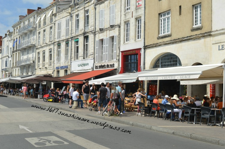 la rochelle france shops restaurant tips suggestions architecture houses cute iconic