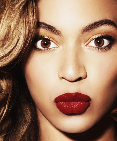 beyonce-dark-red-lips-neutral-eyes-fall-essentials