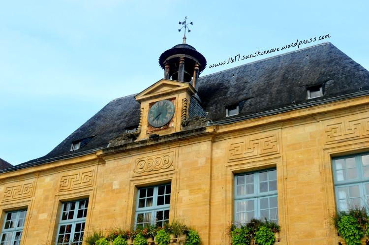 ho%cc%82tel-de-ville-in-sarlat-la-caneda-france-1617-sunshineave