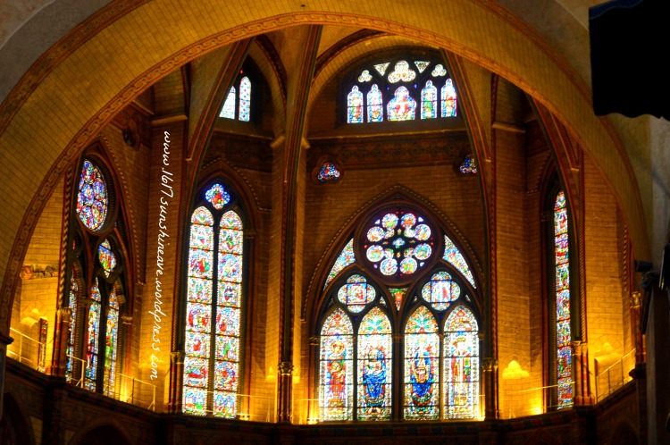 inside-the-cathedral-of-cahors-france