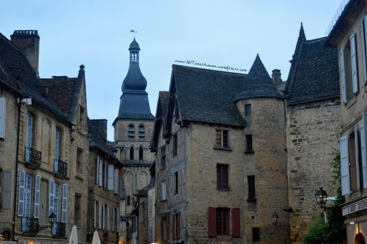 night-dawn-photography-in-sarlat-la-caneda-france