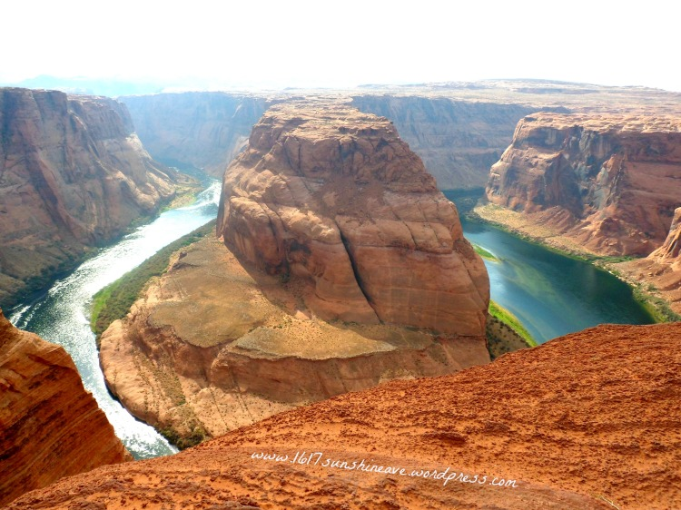 the-horseshoe-bend-arizone-standing-on-the-edge-travel-photography