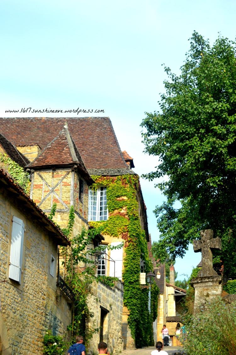 walk-through-sarlat-la-caneda-france