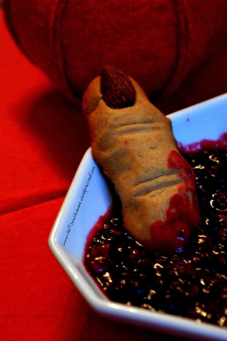 chopped-off-witch-finger-in-blood-recipe-halloween-cookie