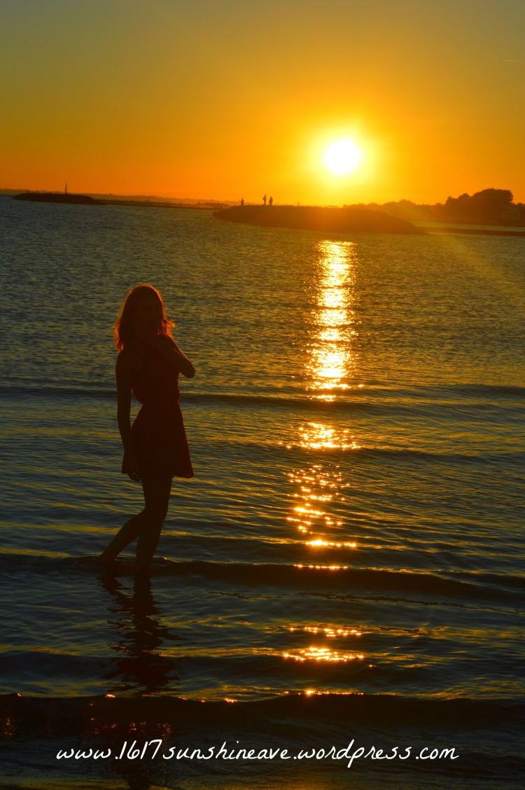 little-sunshine-sunset-travel-photoshoot-in-the-ocean